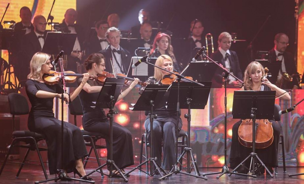 A concert on the balcony, tango and a bit of humor: the XXXIII concert season has opened in the regional philharmonic