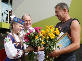 Combine driver from Grodno region is the first who thrashed a thousand tons of grain in the Republic